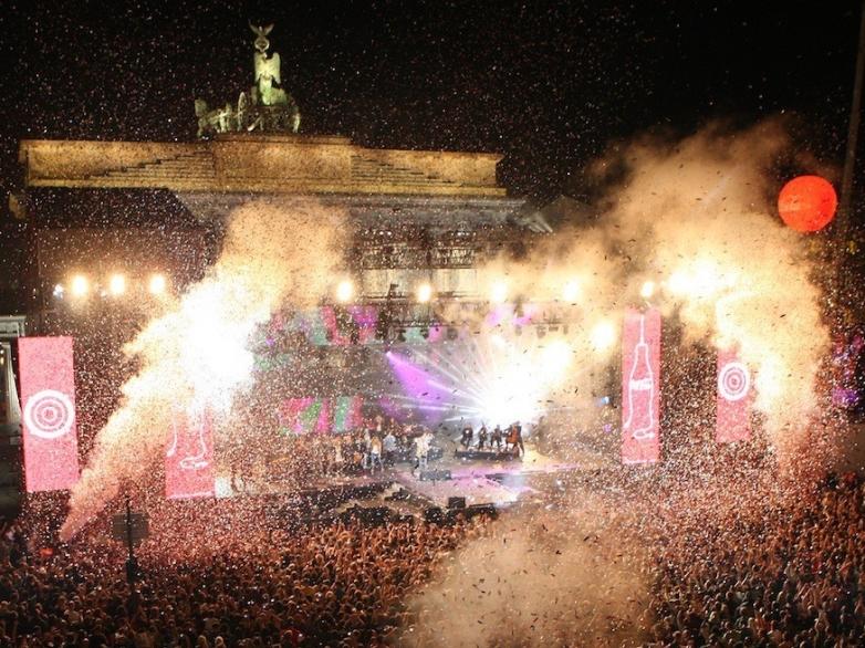 Festival_der_Einheit-_am_Brandenburger-_Tor