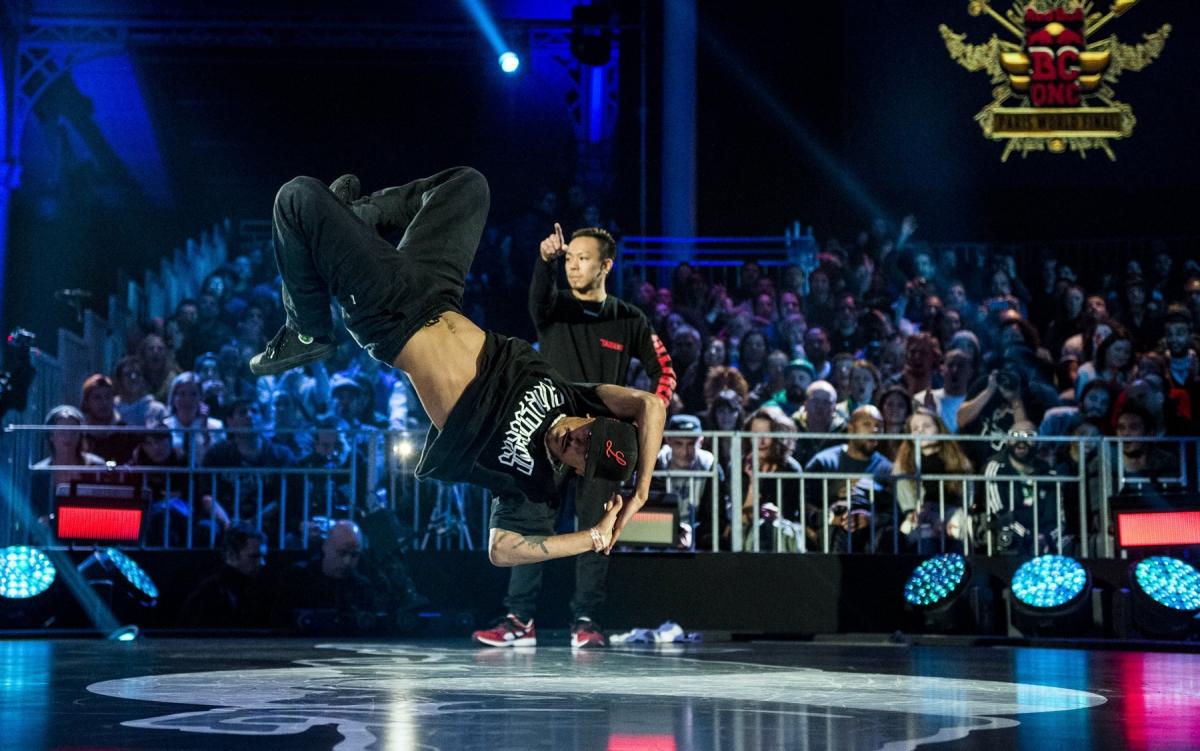 RedBullBCOne-World-Final-2014_Paris_Luan-vs-Taisuke(c)Little-Shao,-Red-Bull-Content-Pool