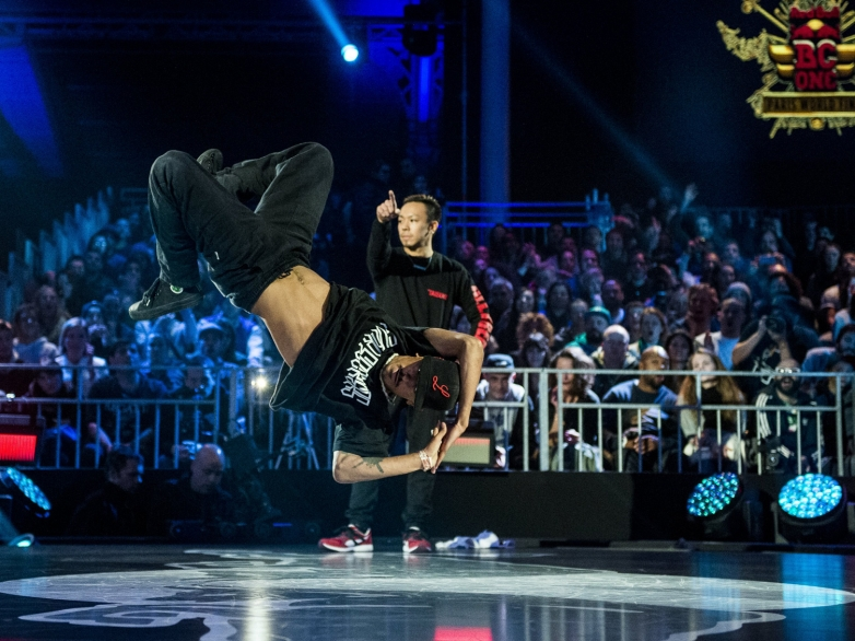 RedBullBCOne-World-Final-2014_Paris_Luan-vs-Taisuke(c)Little-Shao,-Red-Bull-Content-Pool