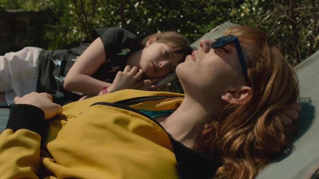 Mutter und Tochter lernen sich kennen: Barrage