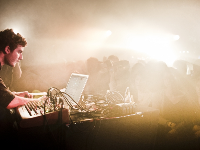 Nicolas_Jaar_live_at_Rex_Club_Paris (1)