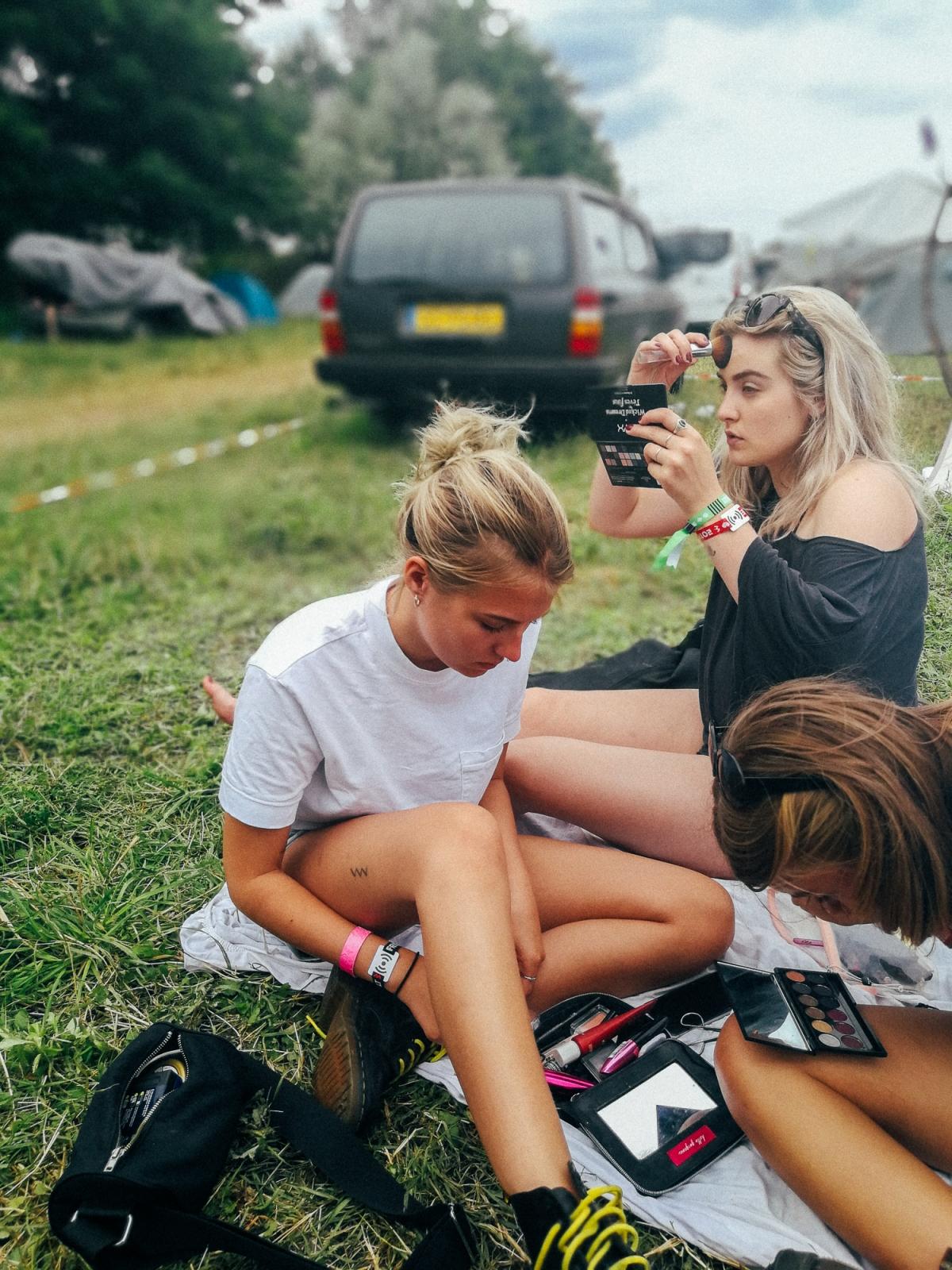 Girls Gang, abgelichtet im Porträt Modus