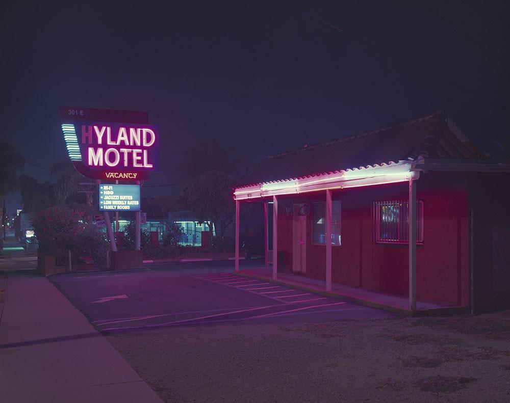 EXPIRED-LA_Vicky_Moon_02