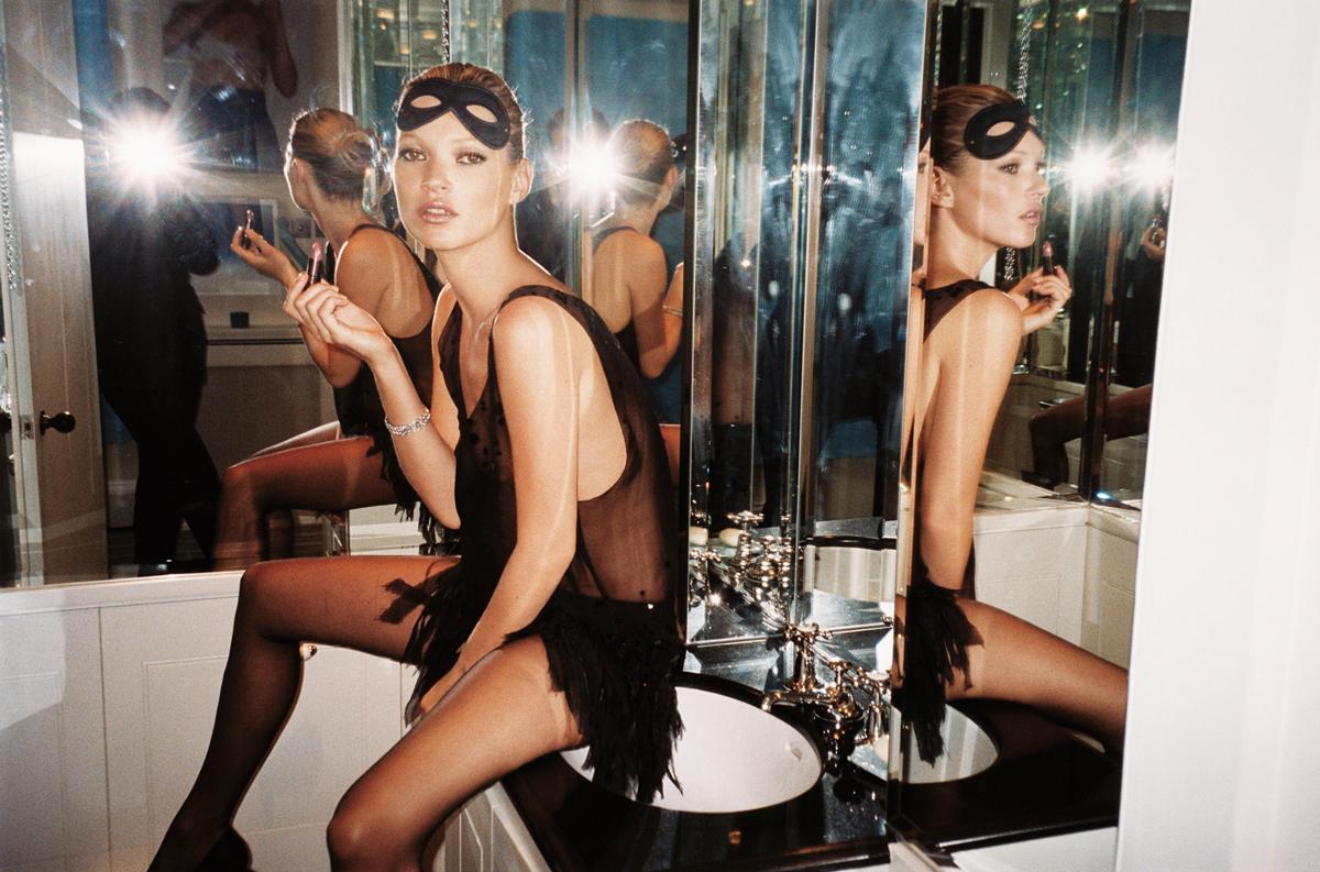 Mario-Testino-Kate-Moss-Vogue-2006