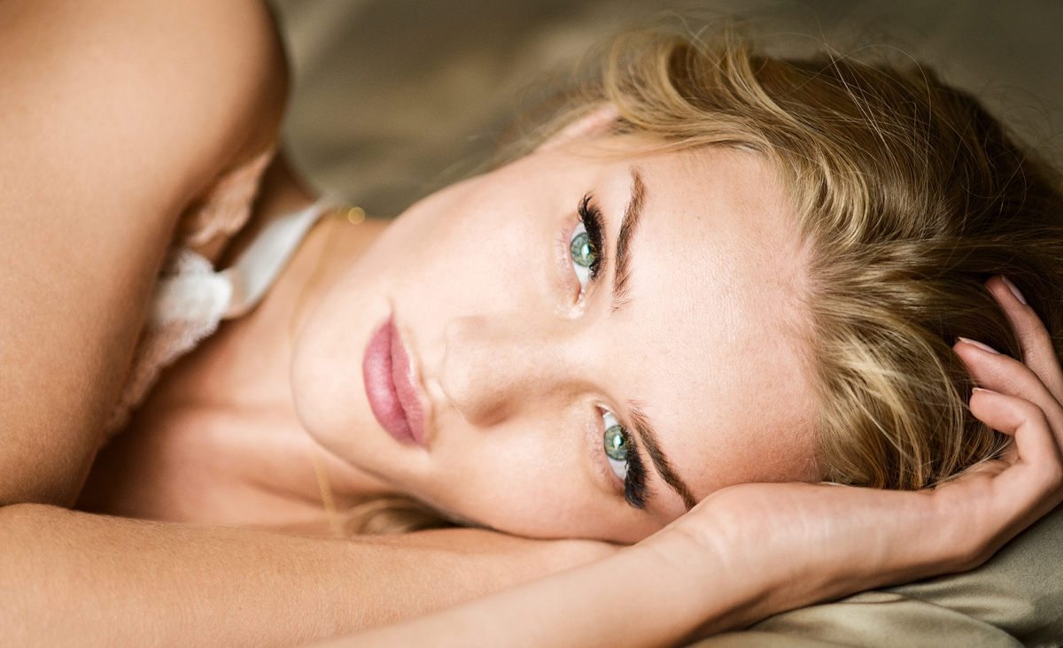 Rosie-Huntington-Whiteley-Closeup-Magnum-WimWenders