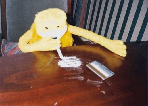 flat_eric_snorting_cocaine