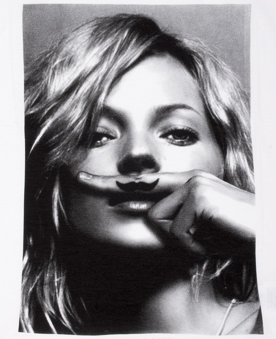 katemoss-fingerstache